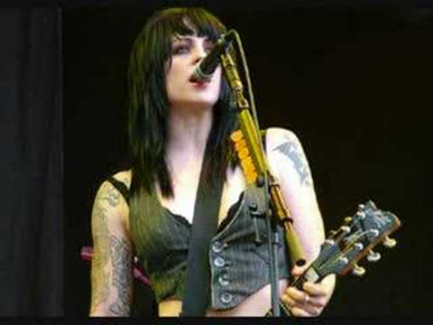 Brody Dalle Reading 2004